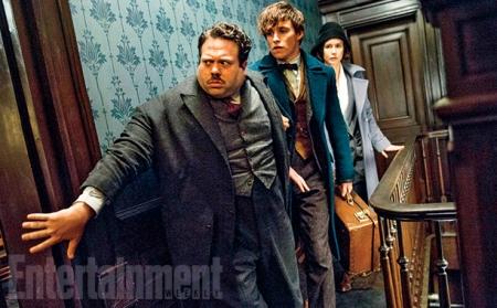 Эдди Редмэйн в образе Ньюта Скамандера  на обложке Entertainment Weekly